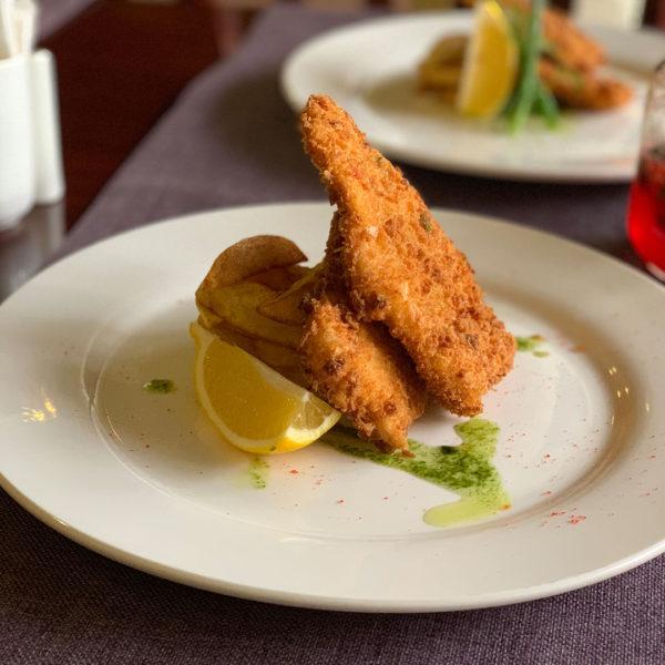 steak house рыба и чипсы
